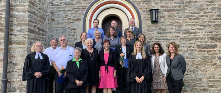 NEUANFANG:  Verabschiedung des alten Kirchenvorstandes und Einführung des neuen KV